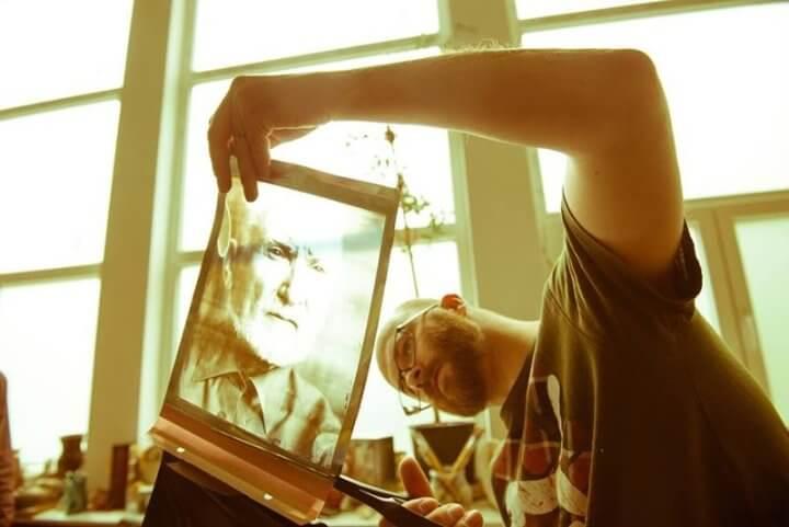 Radu Chindris making 8x10 inch polaroid imposible project